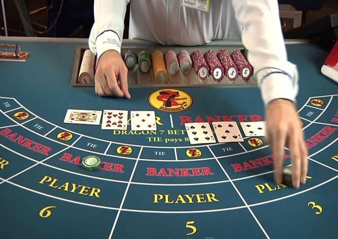 Cách chơi Baccarat dựa trên tính tổng điểm các lá bài để quyết định thắng thua