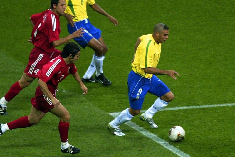kỹ thuật qua người trong bóng đá