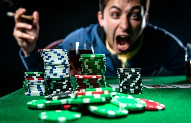 Dừng ngay việc chơi đánh bài trực tuyến ăn tiền thật khi bạn bạn đã bị cảm xúc lấn áp